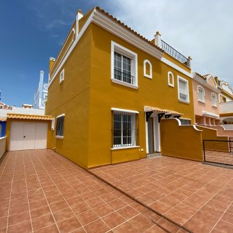 Villa with Sun Terrace and Sea View 142.830€